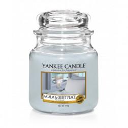Yankee Candle A Calm & Quiet Place Średnia świeca zapachowa