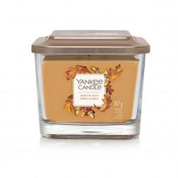 Amber & Acorn średnia świeca zapachowa Yankee Candle z kolekcji Elevation Collection with Platform Lid